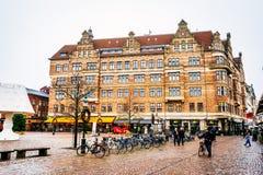 Rues et architecture de ville Malmö dans Noël et la saison des vacances en Suède Photo stock