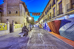 Rues et foire médiévale et x28 ; closed& x29 ; en Alcala de Henares, aube pendant la semaine de Cervantes et x28 ; 10/06/2016& x2 Image stock