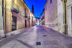 Rues et foire médiévale et x28 ; closed& x29 ; en Alcala de Henares, aube pendant la semaine de Cervantes et x28 ; 10/06/2016& x2 Photographie stock libre de droits