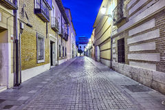Rues et foire médiévale (fermées) en Alcala de Henares, dur d'aube Photos stock