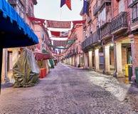 Rues et foire médiévale (fermées) en Alcala de Henares, dur d'aube Image libre de droits