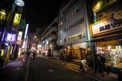 Rues et lumières de nuit de Tokyo Images stock