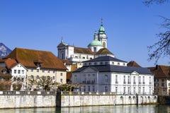 Rues et remblai de la ville suisse de Solothurn photographie stock