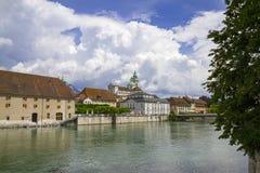 Rues et remblai de la ville suisse de Solothurn images stock
