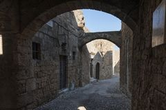 Rues médiévales de Rhodes image stock