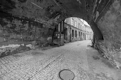 Rues noires et blanches de la vieille ville à Lublin Photographie stock libre de droits