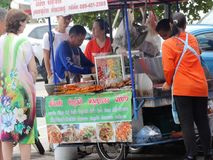Rues passantes de Phnom Penh - capitale du Cambodge Photographie stock