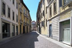 Rues pav?es en cailloutis de Vigevano, Italie photographie stock