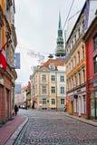 Rues vides de la vieille ville à Riga Image libre de droits