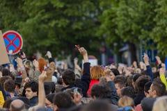 Rufschalter der Leute auf der Demonstration auf Quadrat Prags Wenceslas gegen die gegenwärtige Regierung und das Babis Lizenzfreie Stockfotografie