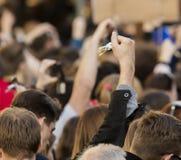 Rufschalter der Leute auf der Demonstration auf Quadrat Prags Wenceslas gegen die gegenwärtige Regierung und das Babis Stockbild