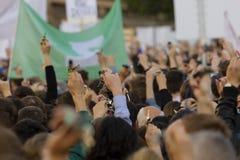 Rufschalter der Leute auf der Demonstration auf Quadrat Prags Wenceslas gegen die gegenwärtige Regierung und das Babis Stockfoto
