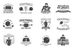 Rugby da faculdade e equipa de futebol americana, terreno foto de stock royalty free
