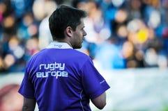 Rugby non identificato dell'arbitro durante la Romania contro Georgia in tazza europea di nazioni allo stadio nazionale Immagini Stock