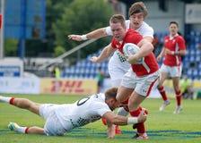 Rugbyspelare slåss för boll i GP-lek för rugby 7's Royaltyfri Bild