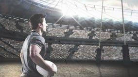 Rugbyspelare som rymmer fotboll lager videofilmer