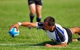 Rugbyspelaren gör poäng ett försök, Royaltyfria Foton