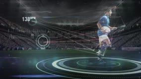 Rugbyspeler die met voetbal en interface lopen stock footage