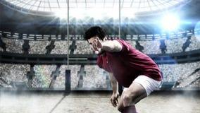 Rugbyspeler ongeveer om de rugbybal te werpen stock illustratie