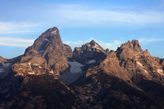 Rugged moutain peaks at dawn Royalty Free Stock Photos