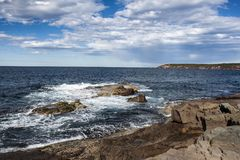Ruggered kustlinje sydliga New South Wales Australien arkivbild
