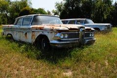 Ruggine classica delle automobili nel campo Fotografia Stock