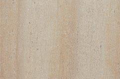 Ruggine di Orpange e graffi profondi sulla pietra grigia immagini stock