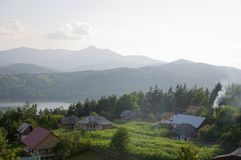 Ruginesti村庄,逆流比卡兹水坝 图库摄影