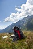 Rugzak in de bergen Royalty-vrije Stock Fotografie