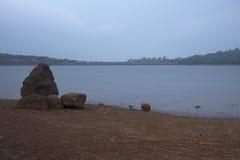 Ruhe von See stockbild