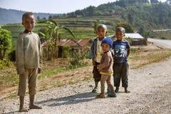 RUHENGERI, RWANDA - 7 DE SEPTIEMBRE DE 2015: Niños no identificados Foto de archivo