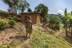 RUHENGERI, RWANDA - SEPTEMBER 7, 2015: Niet geïdentificeerde Afrikaanse jongen Stock Foto's