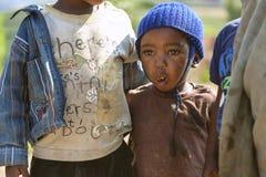 RUHENGERI, RWANDA - SEPTEMBER 7, 2015: Onbekend Rwandees jong geitje Royalty-vrije Stock Foto