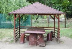 Ruheplatz gemacht vom Holz Lizenzfreie Stockfotos