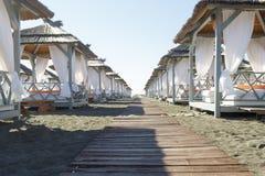 Ruhesesselbett, auf dem Strand Stockfotografie