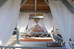 Ruhesesselbett, auf dem Strand Lizenzfreies Stockfoto