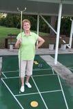 Ruhestands-lebendes aktives älteres Shuffleboard Stockfotografie