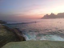 Ruhig in Arpoador-Sonnenuntergang lizenzfreie stockfotografie
