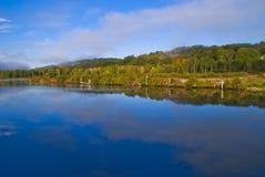 Ruhig im tista Fluss früh morgens Stockbilder