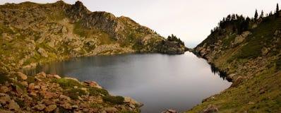Ruhig von Teufel ` s Teich in Pyrenäen stockbilder