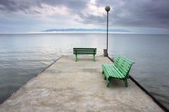 Ruhige Ansicht über den See vor Sturm Stockfotografie