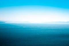 Ruhige blaue Seevogelperspektive meerblick Stockfoto