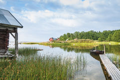 Ruhige Bucht mit Anlegestelle Grisslehamn Schweden Lizenzfreies Stockfoto