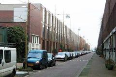 Ruhige europäische Straße einer Kleinstadt stockfotografie