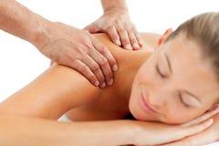 Ruhige Frau, die eine Massage genießt Lizenzfreies Stockbild