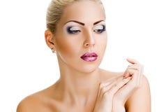 Ruhige Frau mit gesunder Haut und Schönheit lizenzfreie stockfotografie