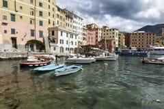 Ruhige Hafenszene in Camogli, Italien Stockfoto