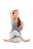 Ruhige junge Frau, die Yoga tut Stockfoto
