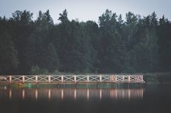 Ruhige Landschaft durch den See Stockbilder