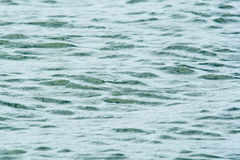 Ruhige Ozeanwasser-Kräuselungsbeschaffenheit Stockfotografie